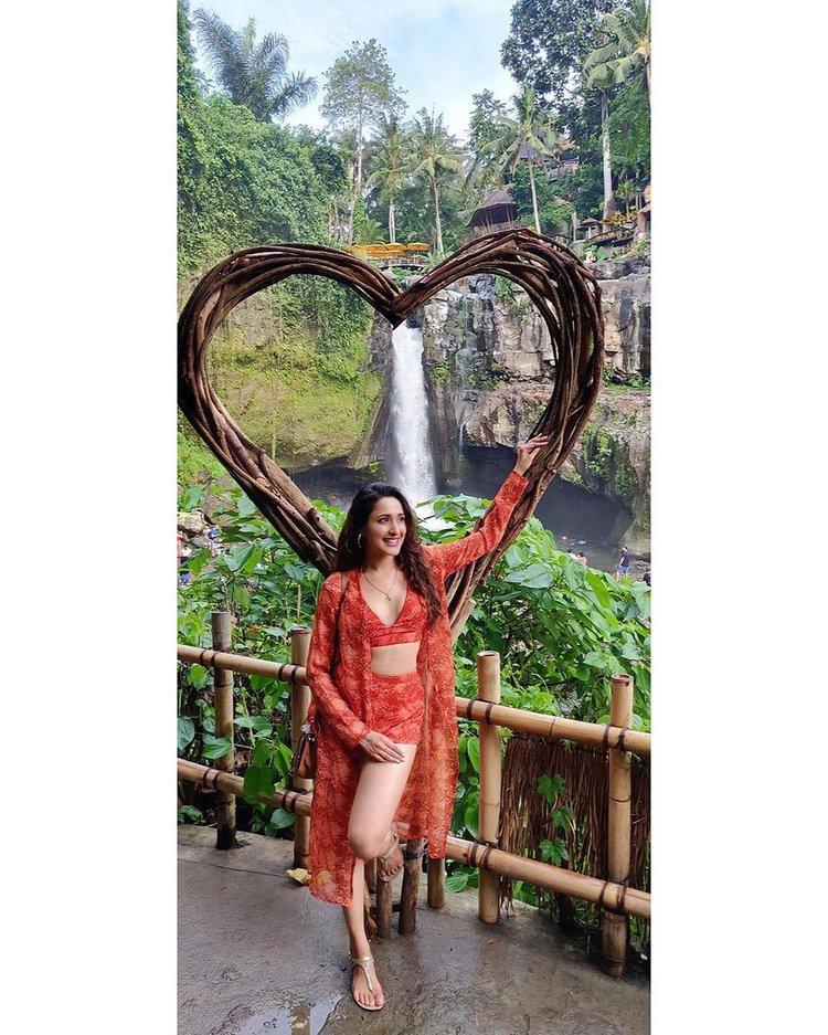 Amazing Pragya Jaiswal
