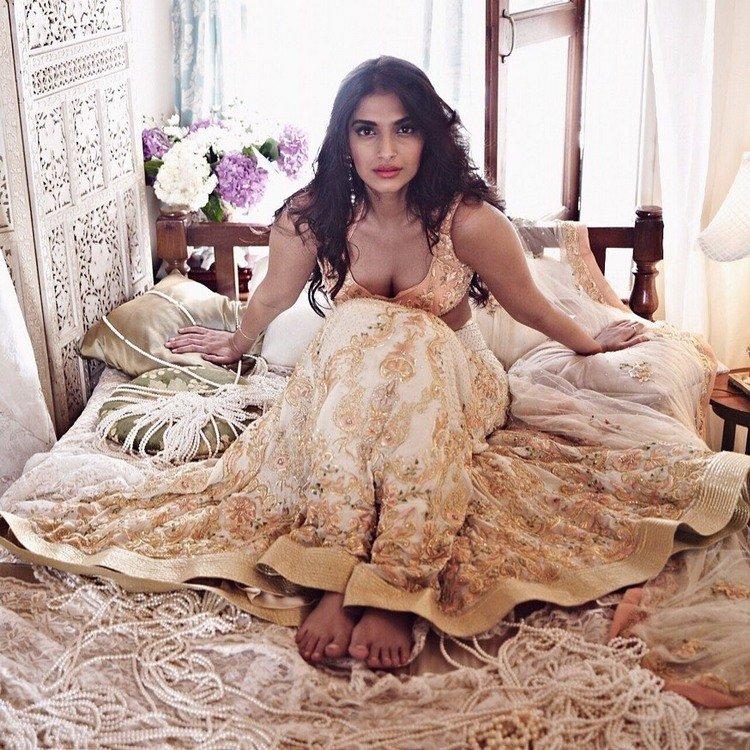 Divine beauty Sonam Kapoor 1