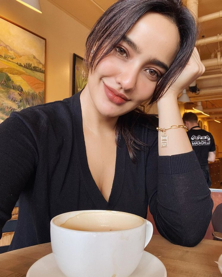 Neha Sharma sizzles in black