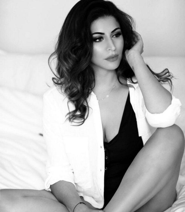 Teasing poses of Karishma Kotak 1