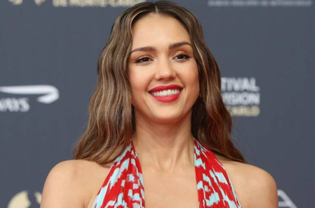 Jessica Alba: Important for men to see that women arent